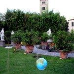 L'opera esposta nei giardini di Palazzo Pfanner